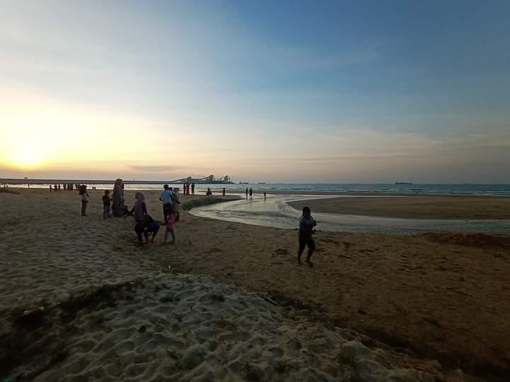 Wisata Pantai Semilir Socorejo